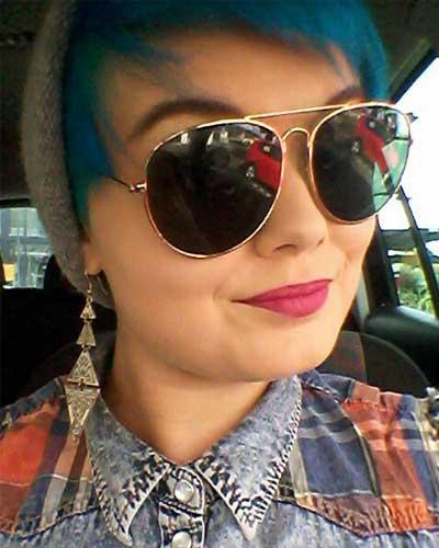 Haare hellblau färben